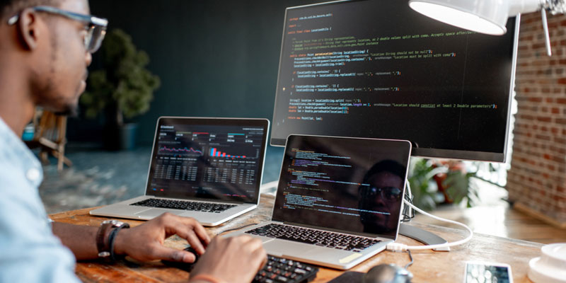 memilih ukuran laptop untuk programming